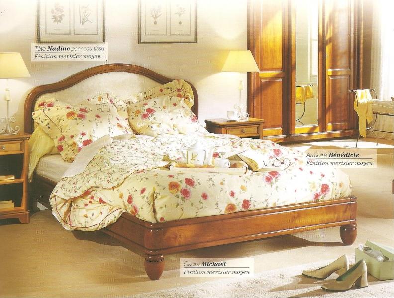 Déco chambre meuble merisier