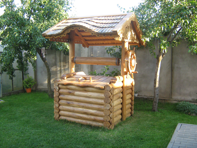 agencement déco jardin puit en bois