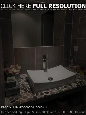exemple déco salle de bain avec galets