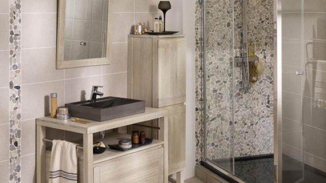 modèle déco salle de bain avec galets