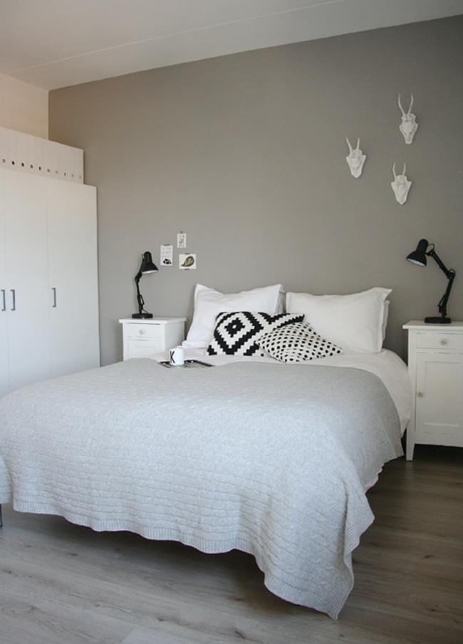 Décoration chambre avec mur gris