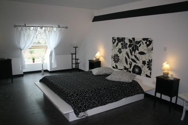 exemple décoration chambre noire et blanc