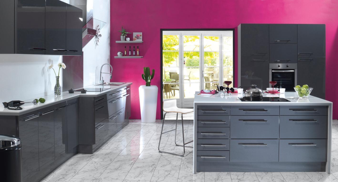 décoration cuisine couleur framboise