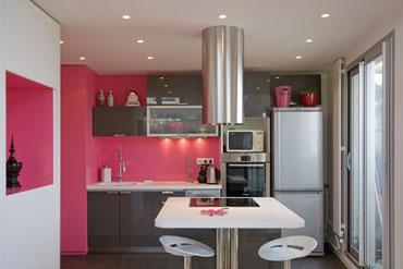 aménagement décoration cuisine couleur framboise
