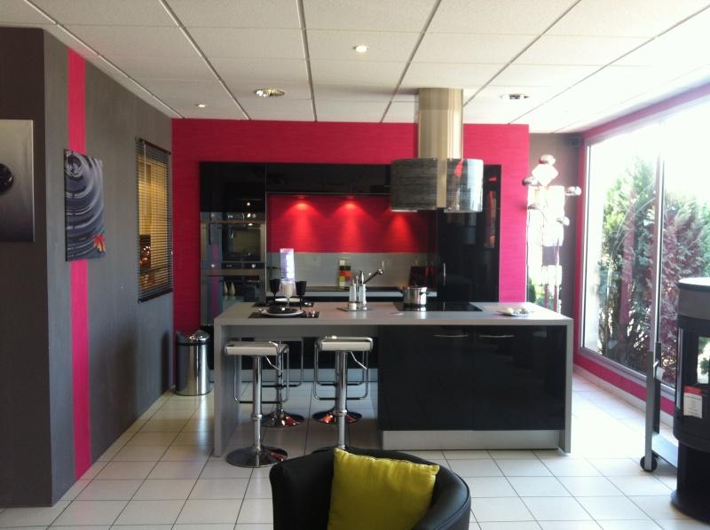 idée décoration cuisine couleur framboise