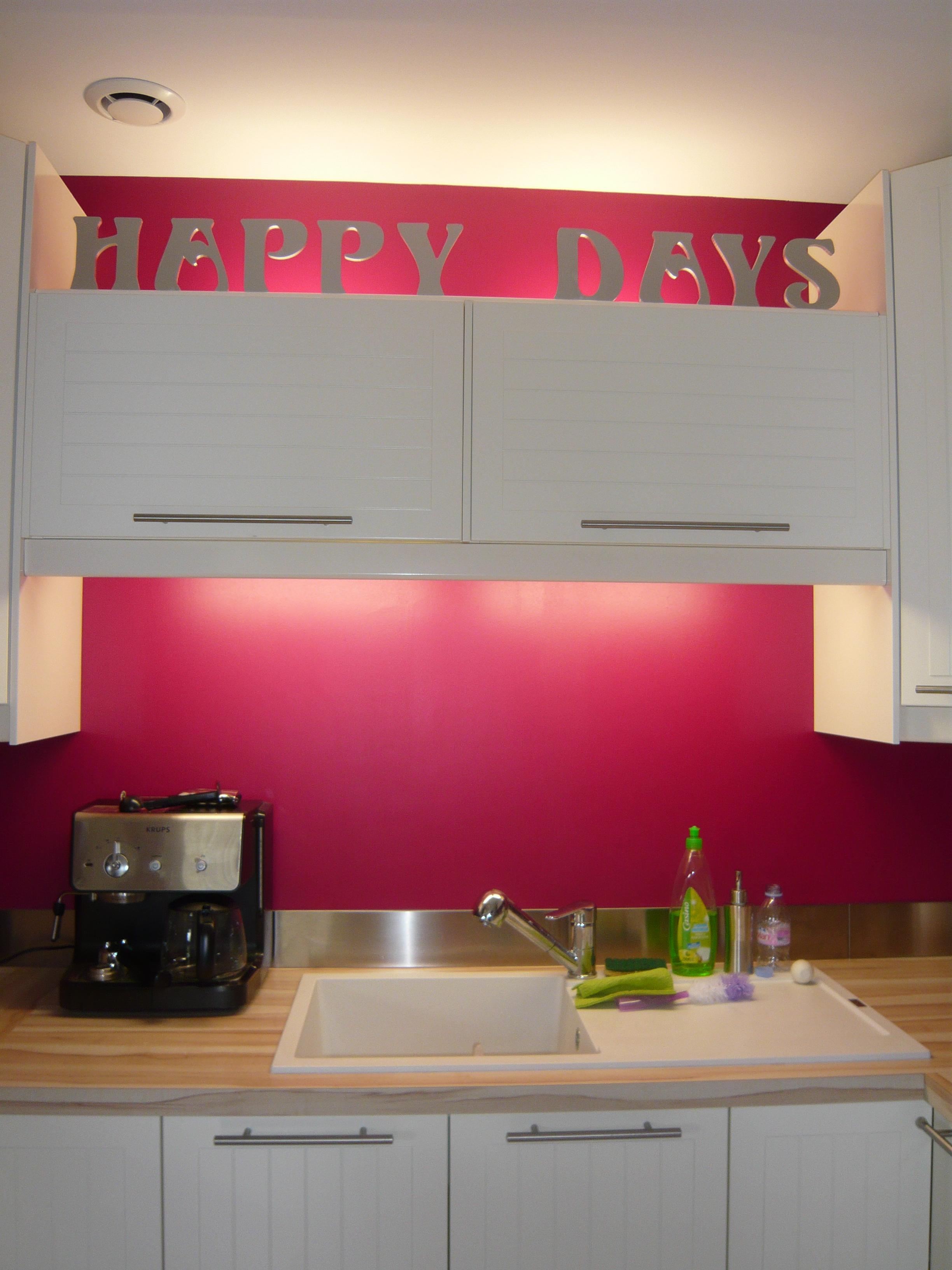 exemple décoration cuisine couleur framboise