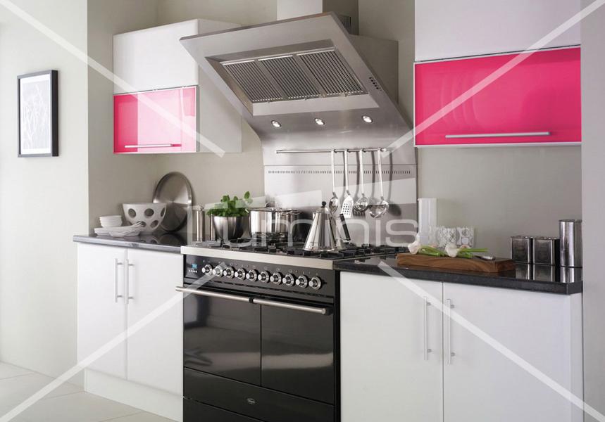 modèle décoration cuisine couleur framboise