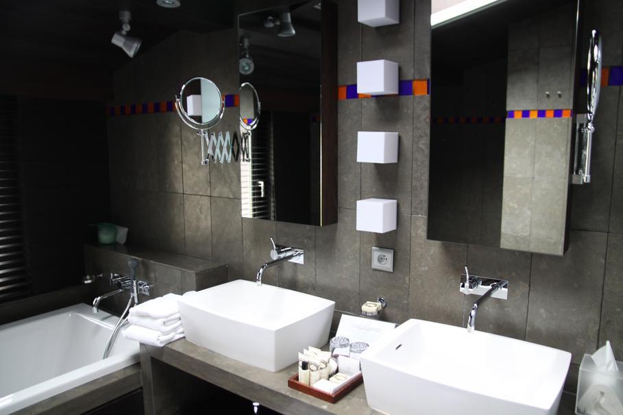 exemple décoration salle de bain noir