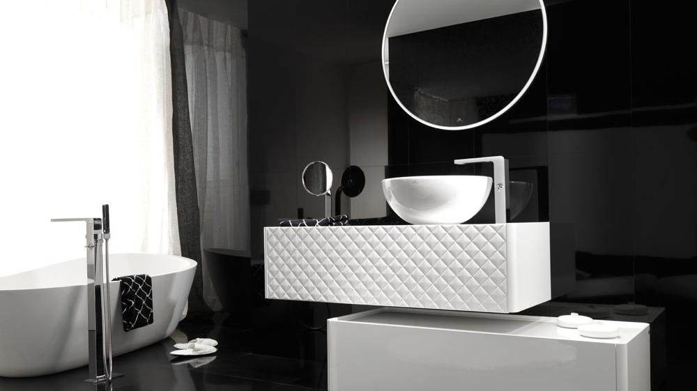 modèle décoration salle de bain noir