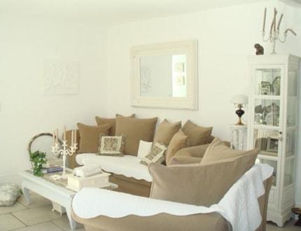 aménagement décoration salon beige blanc