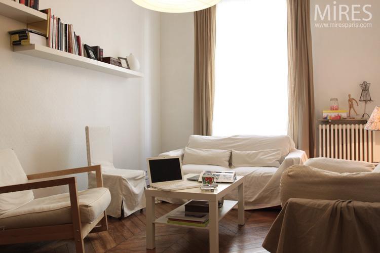 univers décoration salon beige blanc