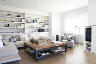 agencement décoration salon gris et bois