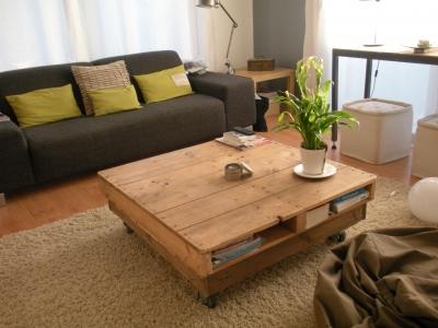 modèle décoration salon gris et bois