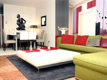 modèle décoration salon vert rouge