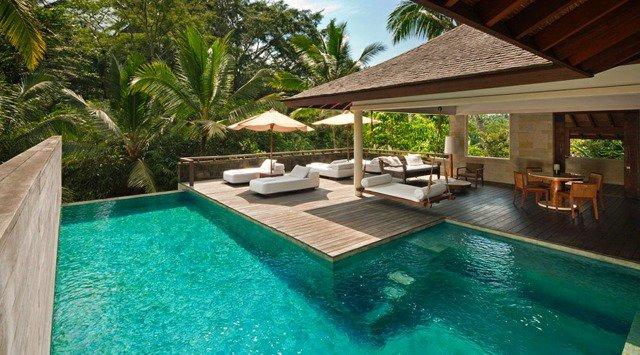 décoration terrasse piscine bois