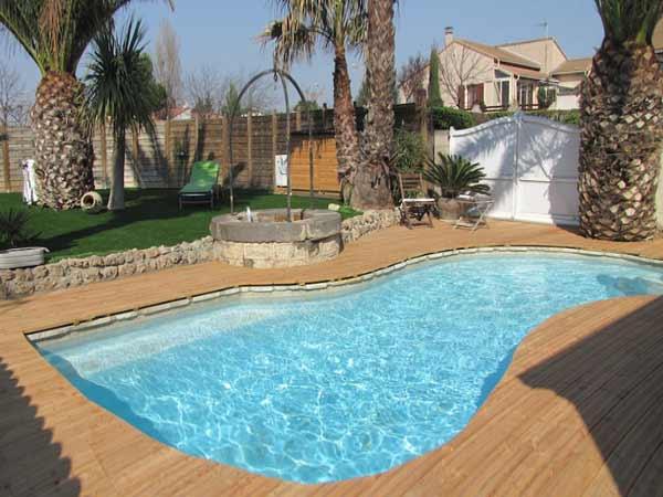 exemple décoration terrasse piscine bois