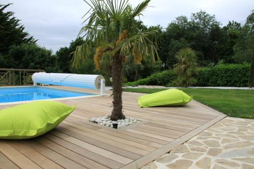 modèle décoration terrasse piscine bois