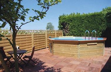 photo décoration terrasse piscine bois