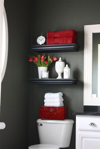 Décoration toilettes rouge et gris